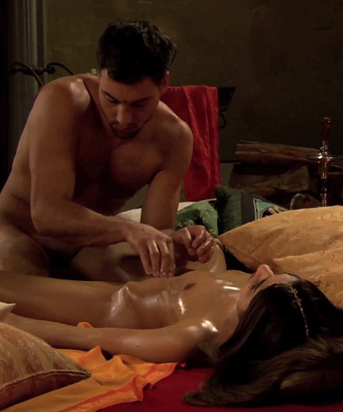 babe-getting-a-pussy-massage