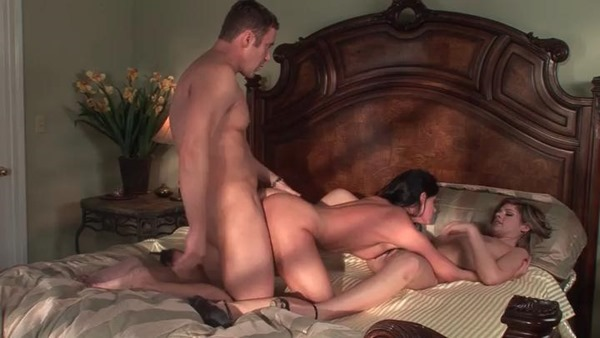 naughty-bedroom-threesome